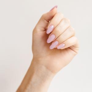 Лак для ногтей Бронзино - пример маникюра